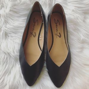 Seven7 Size 8 Nelly pointed Toe Snake Flats